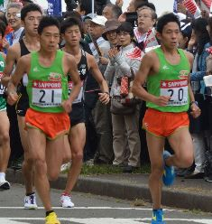 市田宏選手(左)市田孝選手(右...